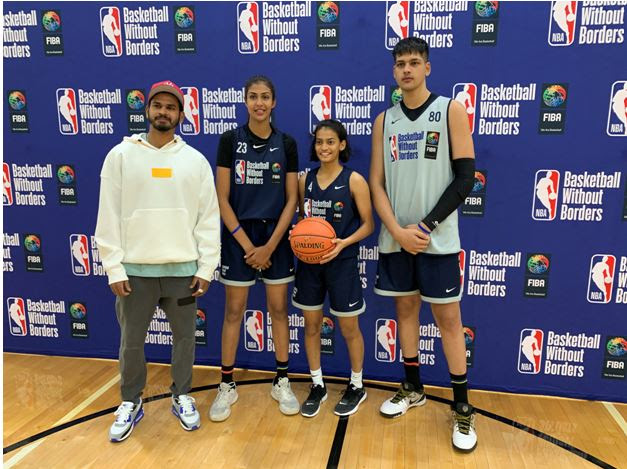 Shreyas Iyer interacted with the Indian cagers (L-R) Harsimran Kaur, Siya Deodhar and Amaan Sandhu at the Basketball Without Borders Global Camp